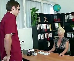 GERMAN MATURE HELP YOUNG VIRGIN BOY WITH HIS FIRST FUCK 12 min 1080p